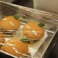 平成28年9月28日(水)浜茶屋にて、つくみまぐろバーガーの試食会が開催されました。 今回は会員のうち8事業所から合計12種類のバーガーが揃い、それぞれ試食を行いました。 メインの具材にはまぐろを使ったハンバーグ・コロッケ・カツなどがあり、それぞれが趣向を凝らしたソースで味付けしていました。 まぐろという共通の素材を使用したバーガーですが、どの店も個性があり、非常に多彩な仕上がりとなりました。 試食後、それぞれの感想と課題などを話し合い、後日の発表試食会へ向け準備をしていきます。 今回の反省を参考に改良を加え、10月22日・23日に開催されますふるさと振興祭にて、試食販売会が実施される予定です。(日曜日23日のみ・場所はまぐろ研究会テントとなります) 興味のある方は是非何種類かのバーガーを食べ比べてみてください! また同日、まぐろ山椒鍋の試食配布・兜焼きの配布予定もありますので、是非一度お越しくださいませ。