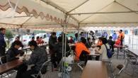 2月18日(月) 県内一周大分合同駅伝1日目の再出発地点である津久見市上青江にて、津久見市観光協会の皆さんにもお手伝いいただき、まぐろ山椒鍋・おにぎり・津久見名産のぎょろっけの炊き出しを行いました。